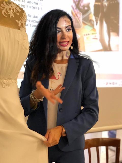 Rossella spiega armocromia per gli abiti da sposa